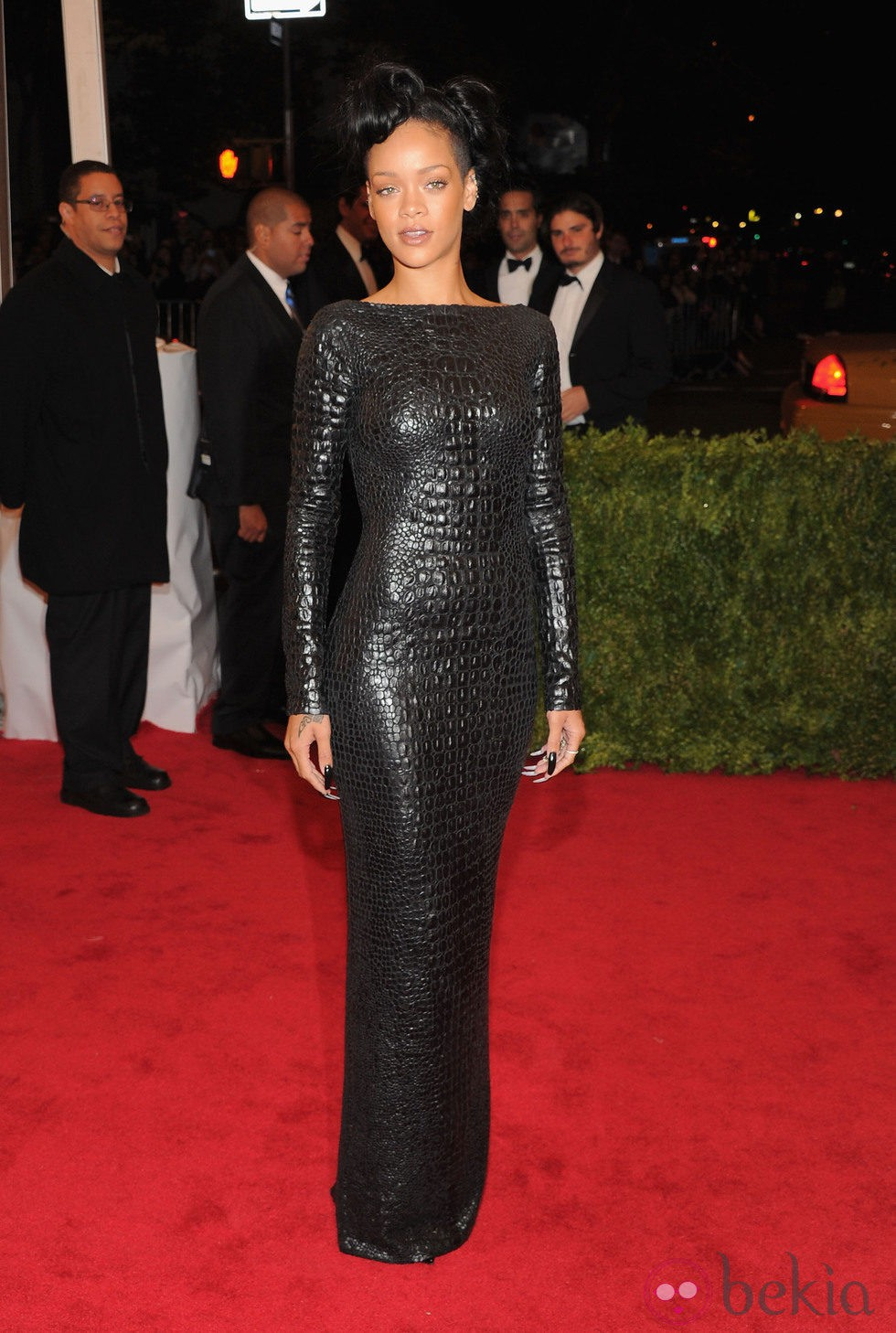 Rihanna en la alfombra roja de la Gala del MET 2012