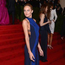 Candice Swanepoel en la alfombra roja de la Gala del MET 2012