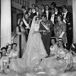 Don Juan Carlos y Doña Sofía con su familia el día de su boda en 1962