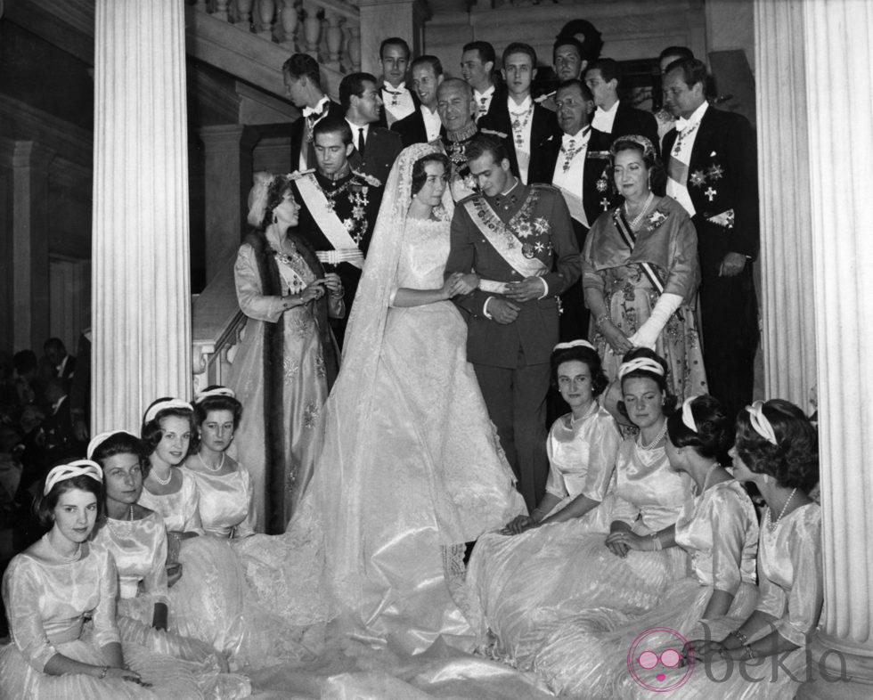 Los Reyes Juan Carlos y Sofía con su familia el día de su boda en 1962