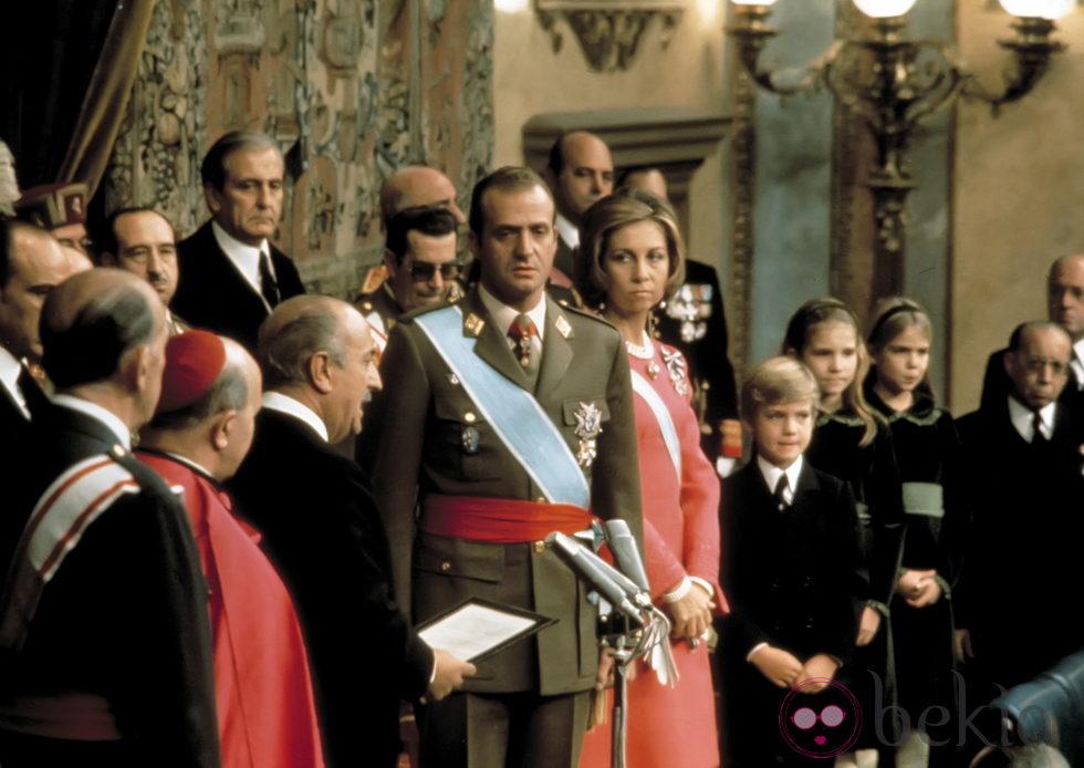 Ceremonia de proclamación de Don Juan Carlos como Rey de España en 1975