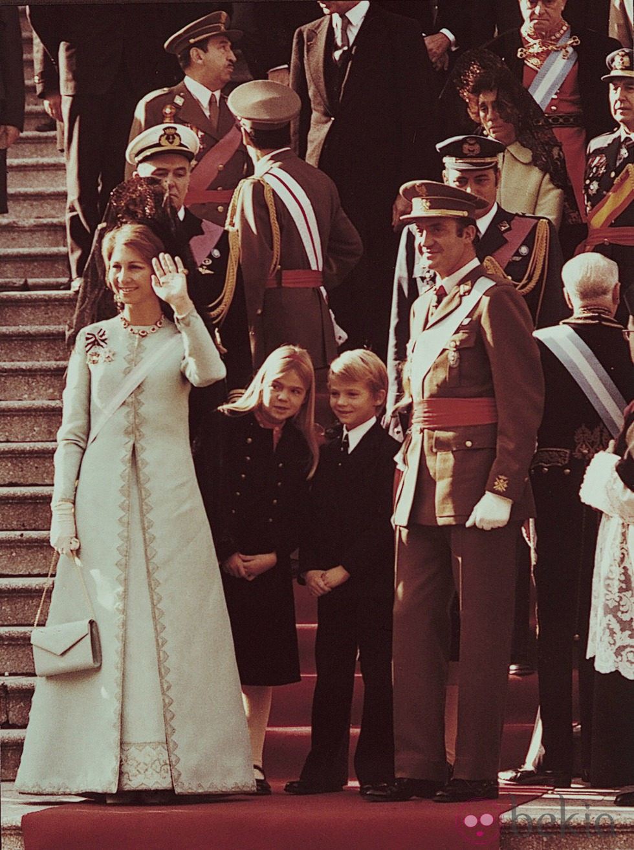 Los Reyes Juan Carlos y Sofía a la salida del Te Deum de exaltación del Rey