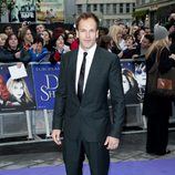 Jonny Lee Miller en el estreno de 'Dark Shadows' en Londres