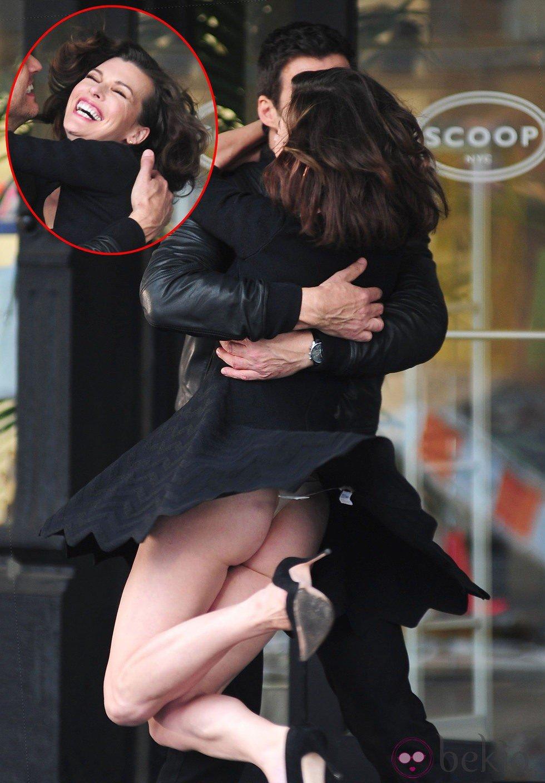 Milla Jovovich deja al descubierto su culo durante el rodaje de un spot publicitario