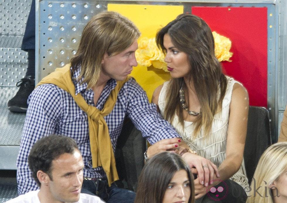 Sergio Ramos y Lara Álvarez comparten confidencias en el Masters de Tenis de Madrid
