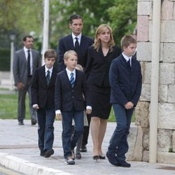 Los Duques de Palma y sus hijos en el funeral del padre de Iñaki Urdangarin