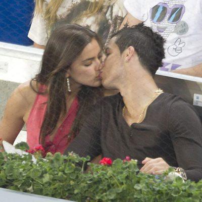 Irina Shayk y Cristiano Ronaldo se dan un beso en el Masters Open 2012 de  tenis. Cristiano Ronaldo e Irina Shayk se besan en el Masters 1000 de  Madrid 2012 775dd8bdbc1e3