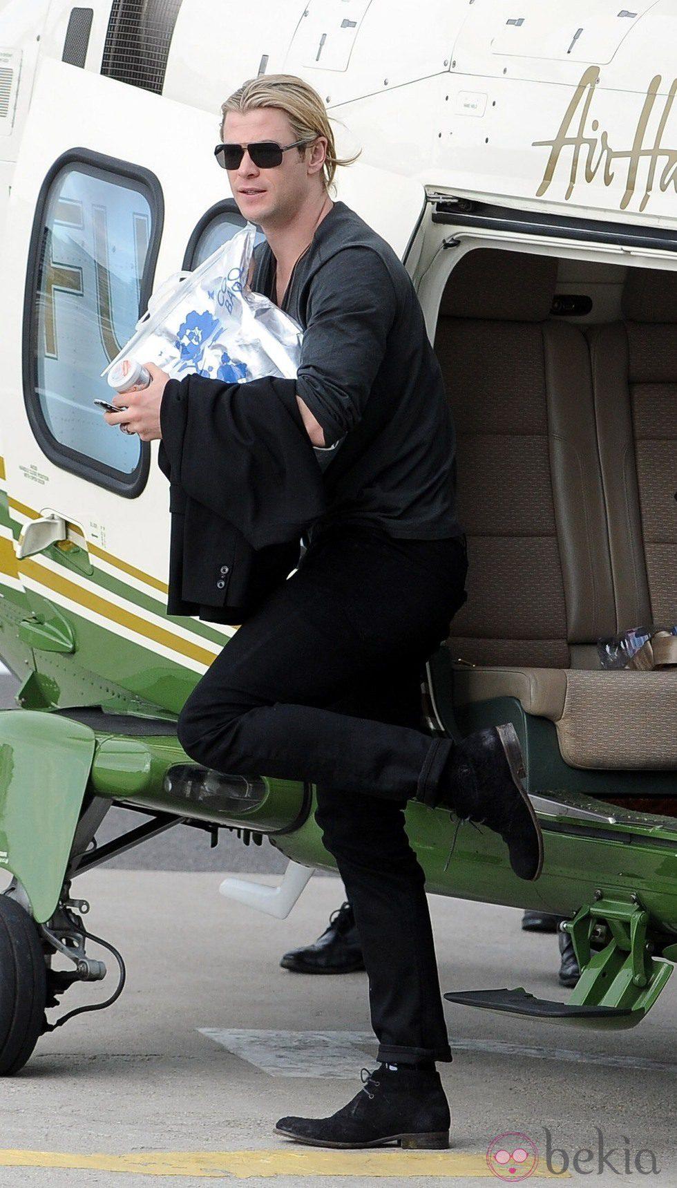 Chris Hemsworth llega a Londres tras haberse convertido en padre de India Rose