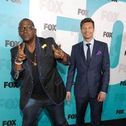 Randy Jackson y Ryan Seacrest en los Upfronts de Fox 2012