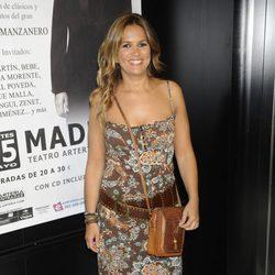 Marta López, colaboradora de Sálvame en el concierto de Enrique Heredia
