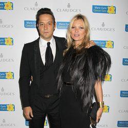 Jamie Hince y Kate Moss en la gala de la Marie Curie Cancer Care Fundraiser