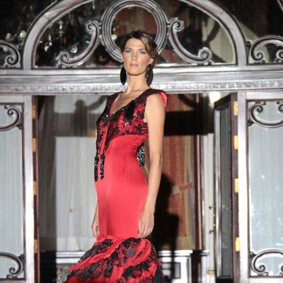 Laura Sánchez desfila con las propuestas para 2012 de Lina