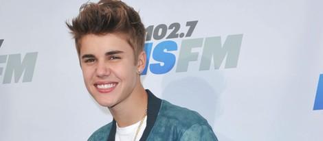 Justin Bieber posa ante los medios en California
