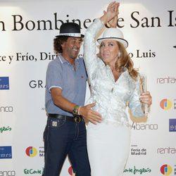 Álvaro de Marichalar bailando con Norma Duval en los bombines de San Isidro 2012