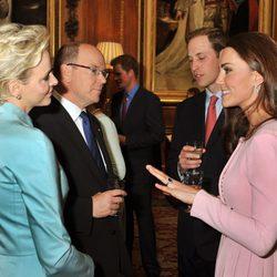 Los Duques de Cambridge con los Príncipes de Mónaco en Windsor