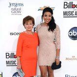 Jordin Sparks en compañía de Pam Weidmann en los premios Billboard 2012
