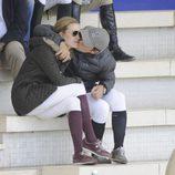 Sergio Álvarez besa a Marta Ortega en el Concurso de Saltos Internacional de Madrid
