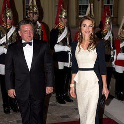 Los Reyes de Jordania en una cena de gala en Buckingham Palace