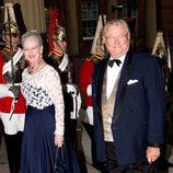 La Reina y el Príncipe de Dinamarca en una cena de gala en Buckingham Palace