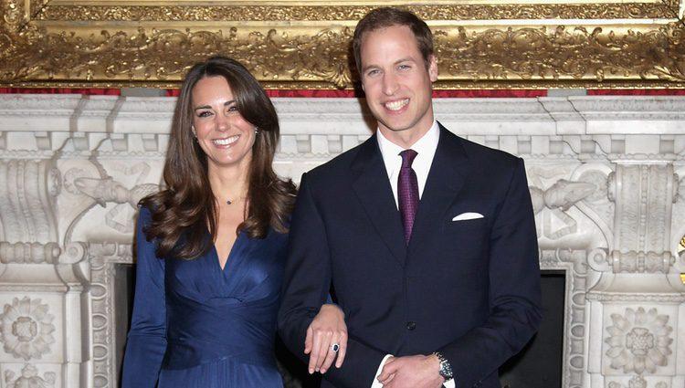 Guillermo de Inglaterra y Kate Middleton el día de la pedida oficial de mano