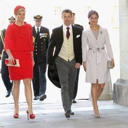 Magdalena de Suecia ejerce de acompañante de Máxima de Holanda y Federico de Dinamarca en el bautizo de la Princesa Estela