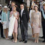 La Princesa Estela de Suecia con sus padres, abuelos y padrinos en su bautizo
