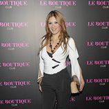 Ivonne Reyes en la inauguración de una discoteca