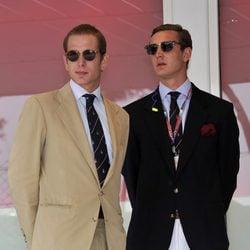 Andrea y Pierre Casiraghi en el Gran Premio de F1 de Mónaco