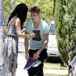 Selena Gomez consuela a un enfadado Justin Bieber