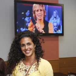 Noemí Merino viendo la final de 'Gran Hermano 12+1' en un bar de Madrid