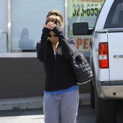 Mila Kunis se esconde de la prensa