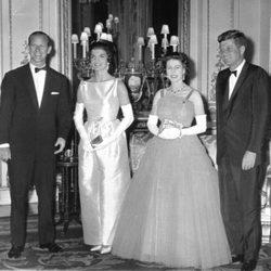 La Reina Isabel y el Príncipe Felipe junto a John y Jackie Kennedy en 1961