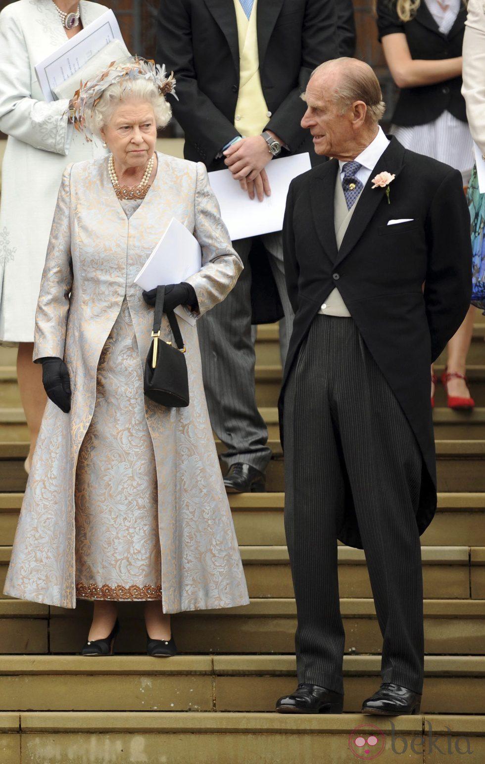 La Reina Isabel II y el Duque de Edimburgo en la boda de su nieto Peter Phillips en 2008