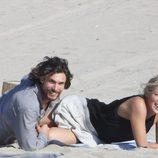 Sharon Stone y su novio en Venice Beach
