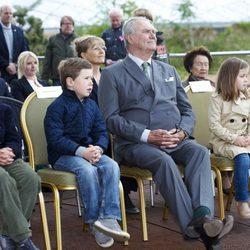 Enrique de Dinamarca con sus nietos Félix, Christian, Isabel y Nicolás en el zoo de Copenhague