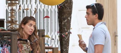 Elena Tablada y Daniel Arigita de compras por Ibiza