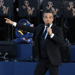Robbie Williams en el concierto del Jubileo de Diamante de la Reina Isabel II