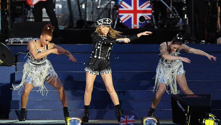 Kylie Minogue en el concierto del Jubileo de Diamante de la Reina Isabel II