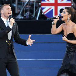 Gary Barlow y Cheryl Cole en el concierto del Jubileo de Diamante de la Reina Isabel II