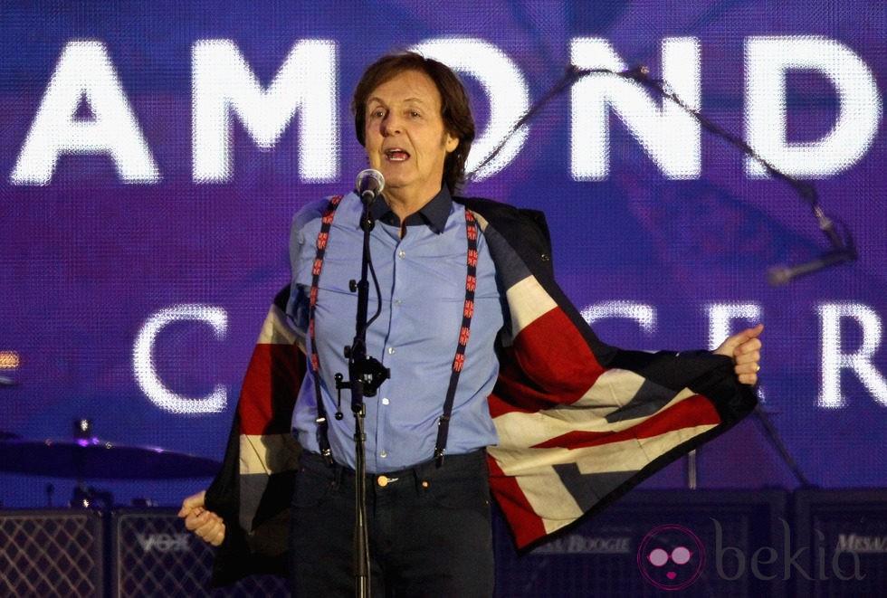 Paul McCartney en el concierto del Jubileo de Diamante de la Reina Isabel II