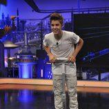 Justin Bieber con su regalo del 'El Hormiguero'