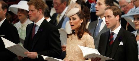 El Príncipe Harry y los Duques de Cambridge en la misa del Jubileo de Diamante