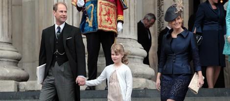 Los Condes de Wessex y Lady Louise Windsor en la misa del Jubileo de Diamante