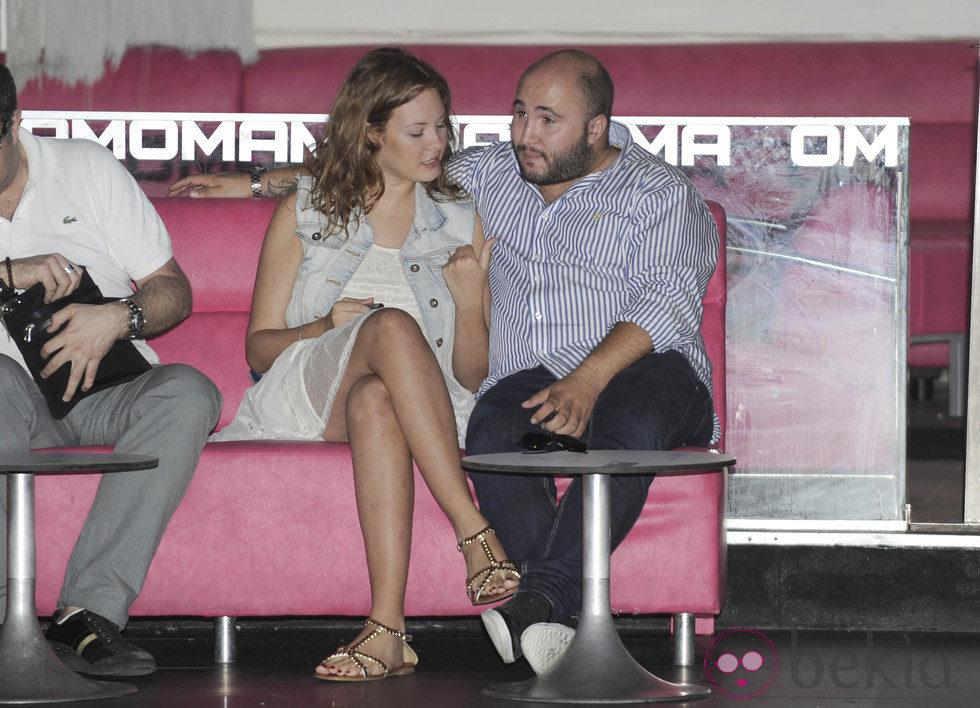 Kiko Rivera junto a su novia Jessica Bueno en la presentación del single 'Victory'