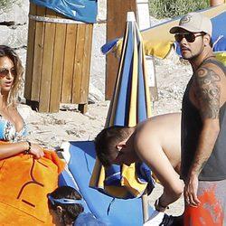Eduardo Cruz de vacaciones con un grupo de amigos en Ibiza