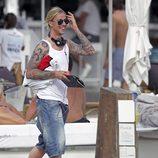 Guti llega a una playa de Ibiza