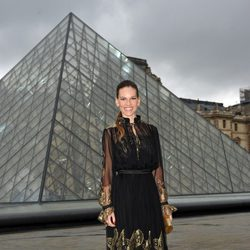 Hilary Swank en el desfile de Ferragamo en París