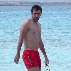 Raúl con el torso desnudo en Formentera
