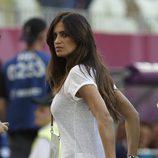 Sara Carbonero a pie de campo durante el partido entre España y Croacia en la Eurocopa 2012