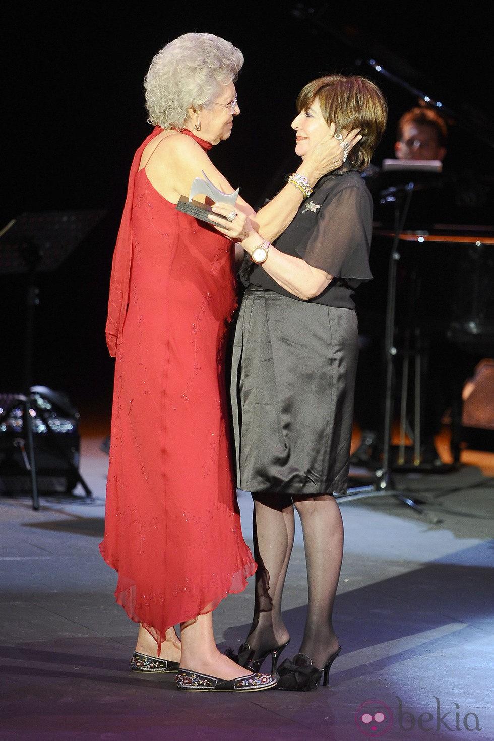 Pilar Bardem y Concha Velasco en la gala de la Unión de Actores 2012